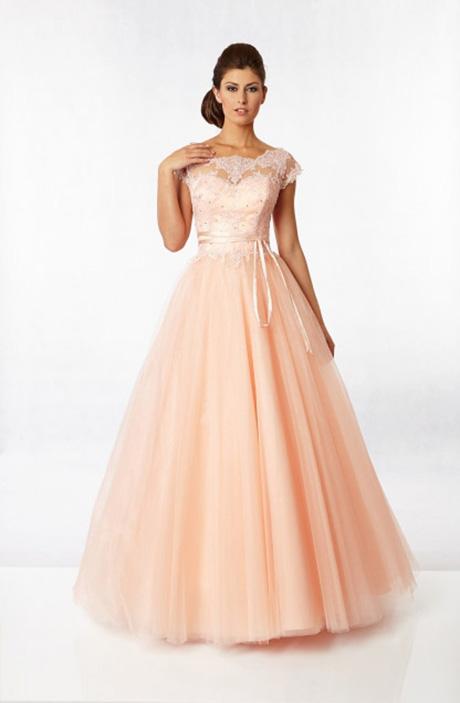 Meruňkové společenské šaty s bohatou tylovou sukní  a1f6b17b2a